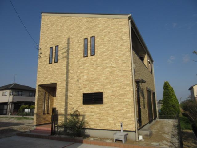 木更津市 高柳 二階にロフト付、キッチンの脇にパントリーのある新築住宅