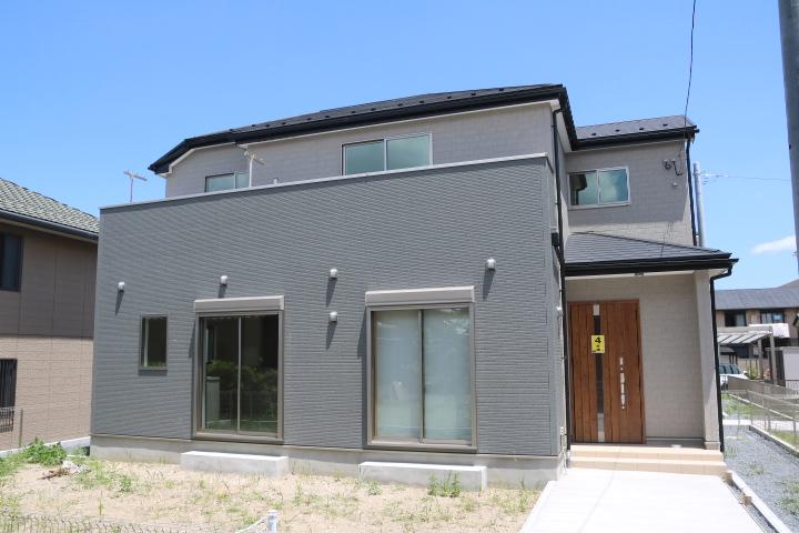 木更津市 高柳 キッチン脇に大きなパントリーのある新築住宅