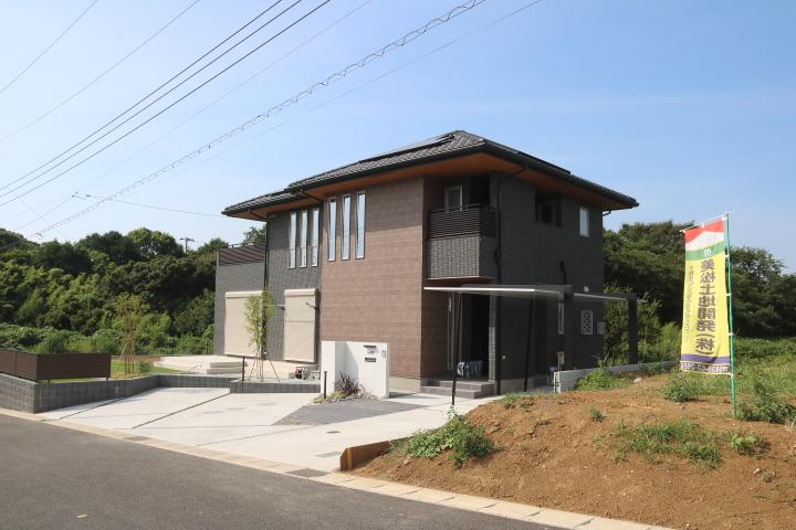 太陽光、エネファーム、樹脂サッシが標準設備。ゼロ・エネルギーハウス