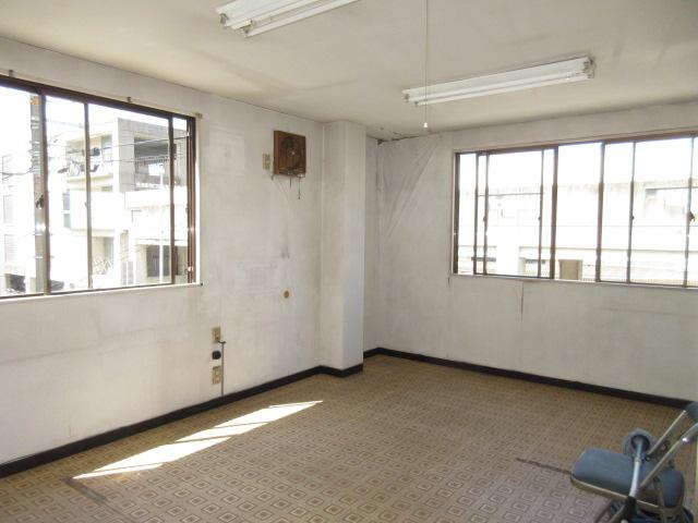 二階 事務室または居室