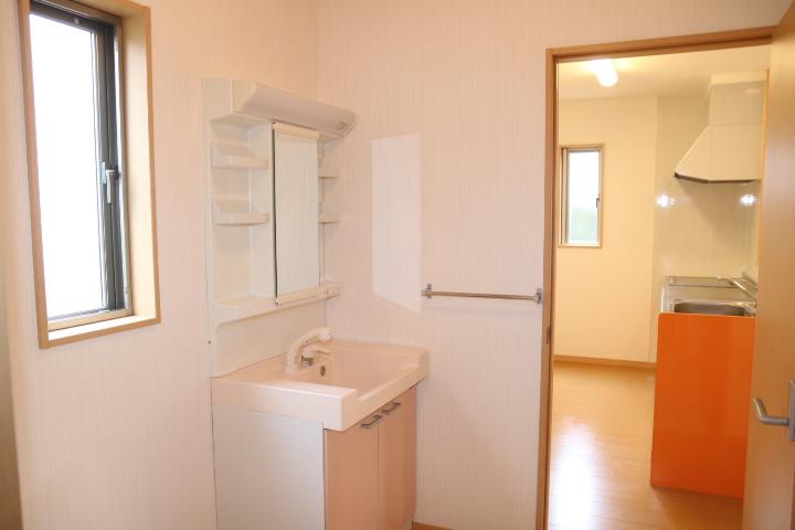 洗面室とキッチンが隣です