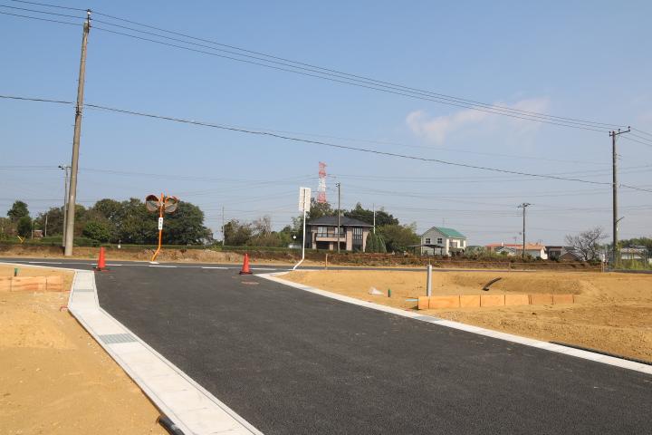 南側から北側へ 6m道路